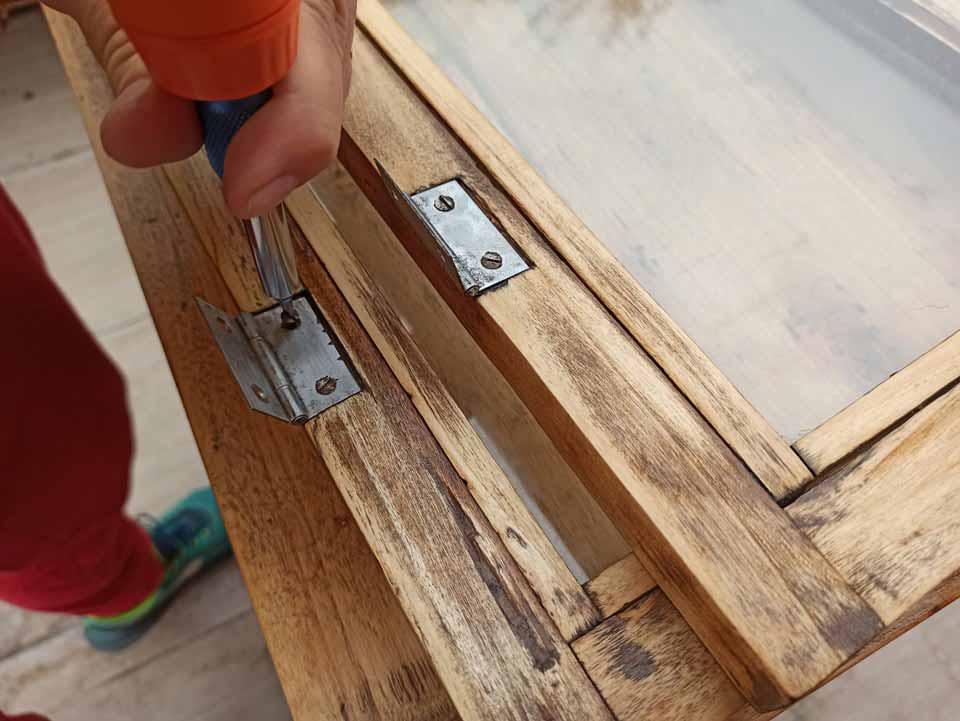 rimontare il mobile di legno