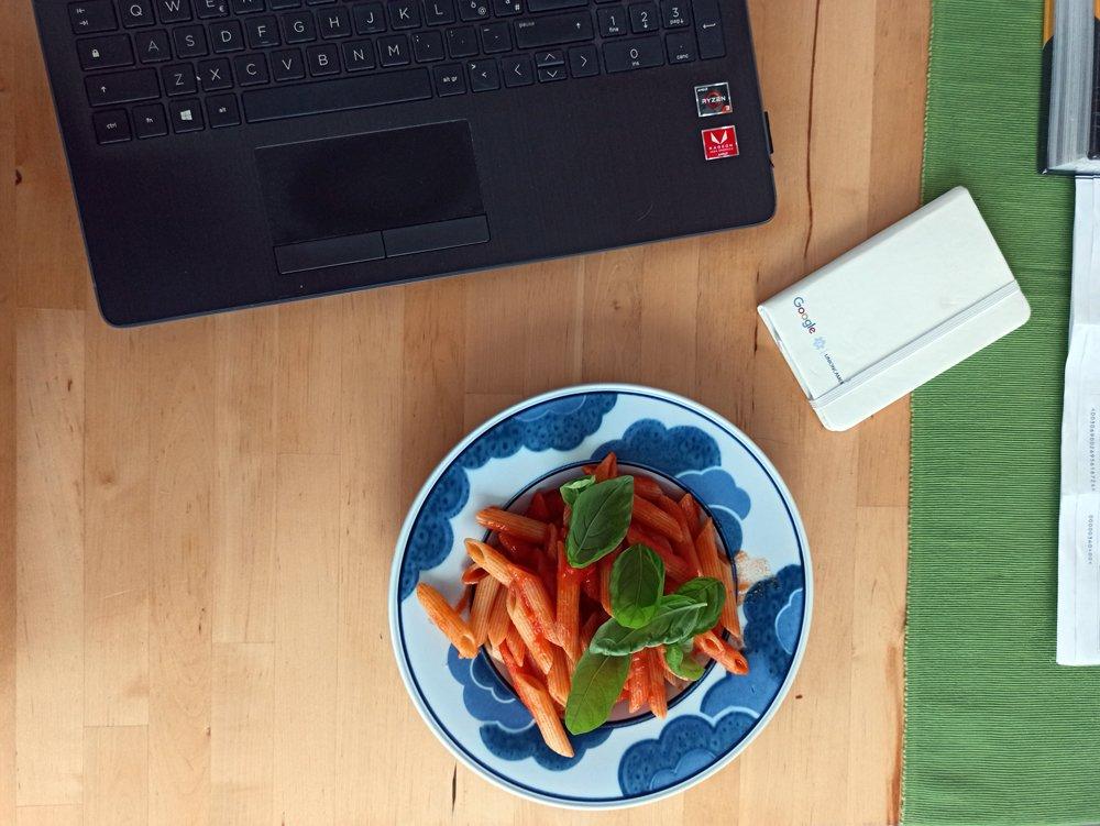 lavorare da casa mangiando